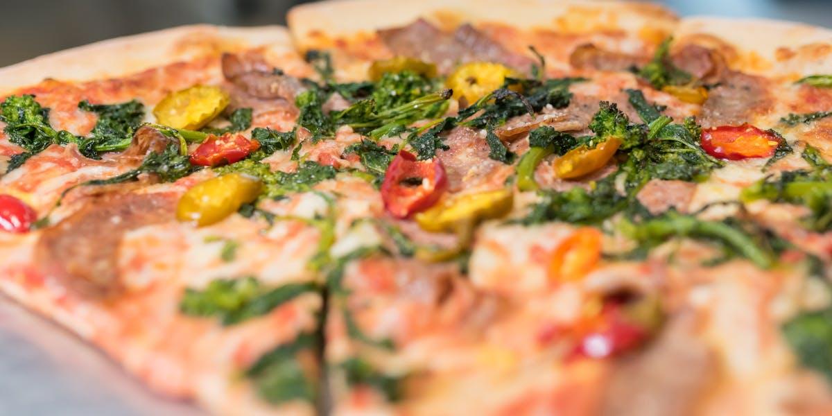 Awe Inspiring Lunch Dinner Vinnys Pizza Download Free Architecture Designs Rallybritishbridgeorg