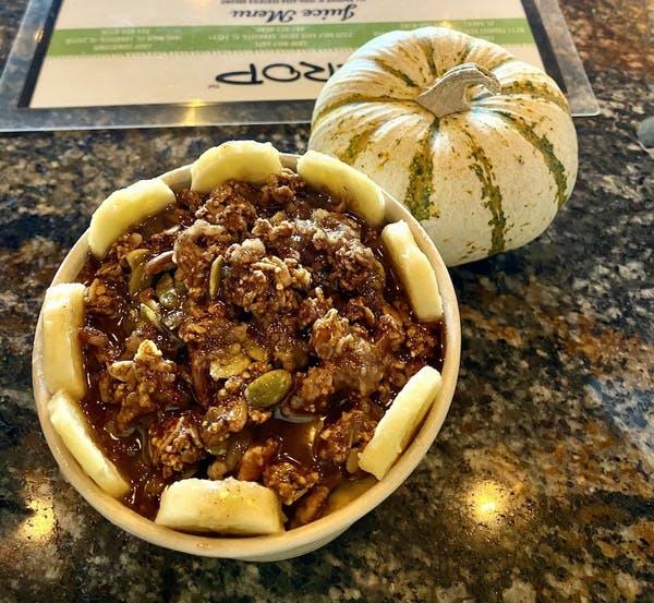 pumpkin-pie-smoothie-bowl-crop