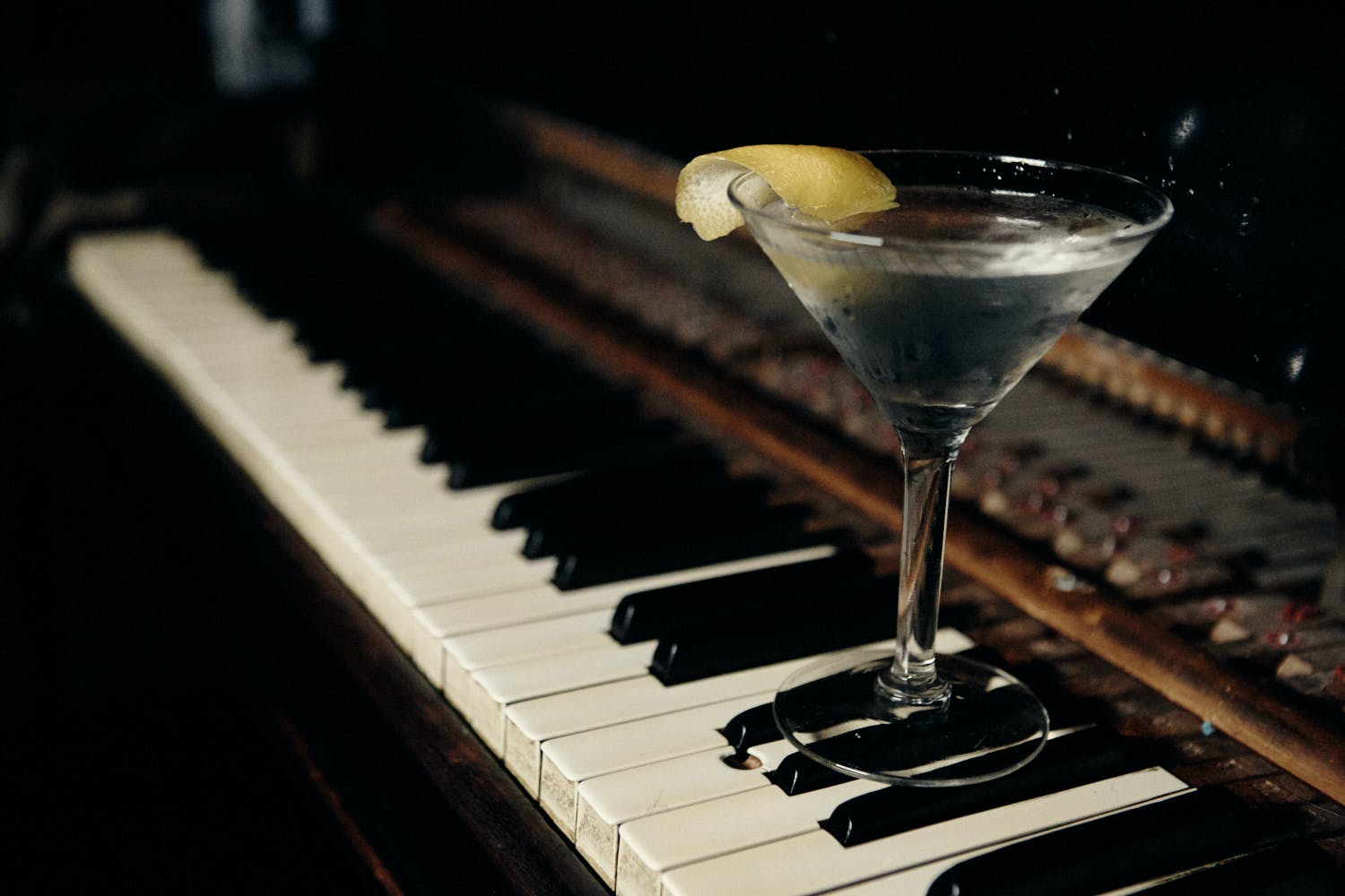a piano with a cocktail on top