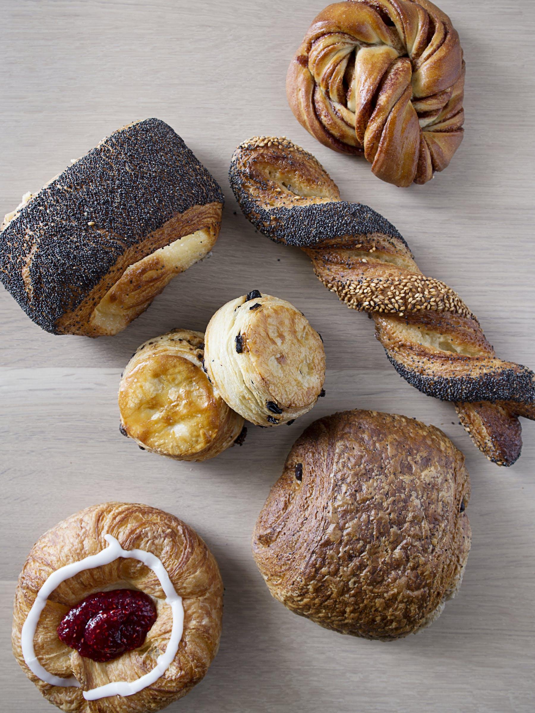 several pieces of bread