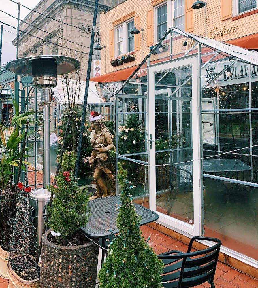 Caffé Gelato streetside garden dining