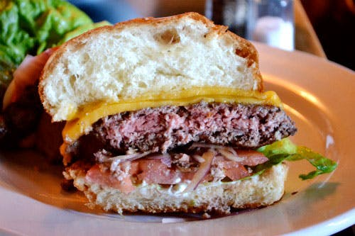 Los Angeles: The Six Makes a Burger That is Nearly a Ten
