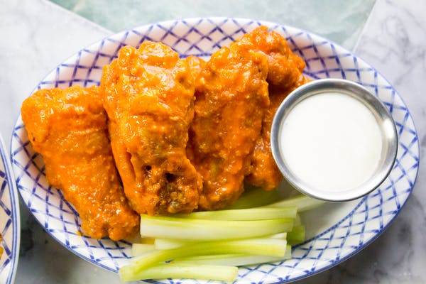 Wrigleyville bar wings happy hour special