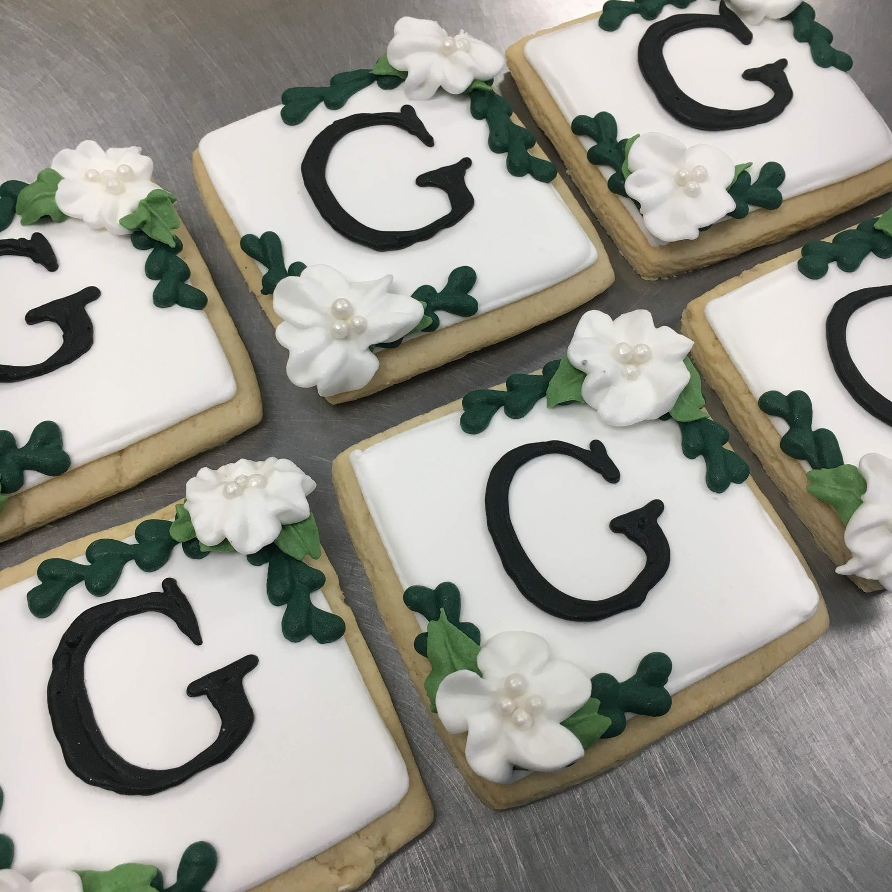 multiple cookies decorated with the letter G