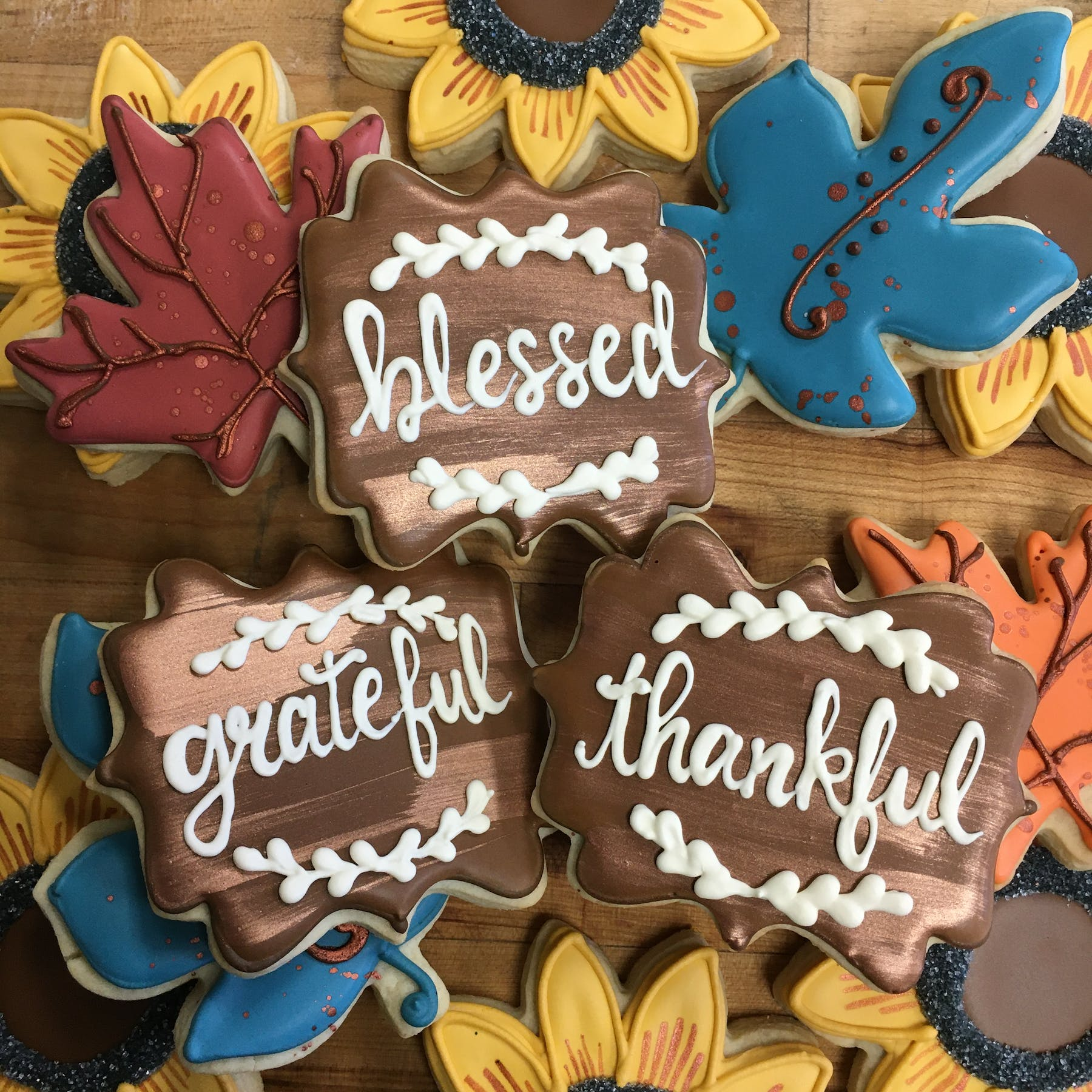 plaques, leaves, sunflowers decorated cookies