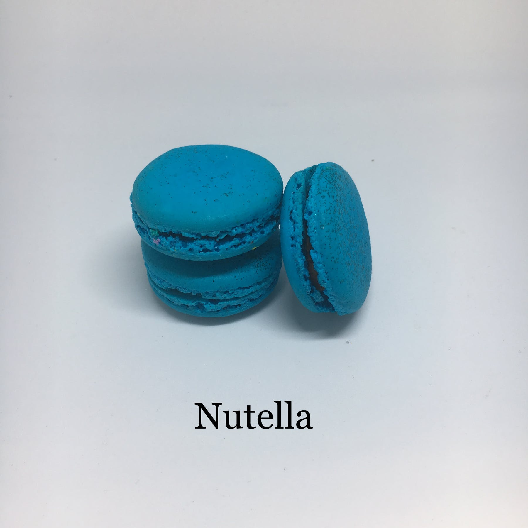 nutella flavored macarons