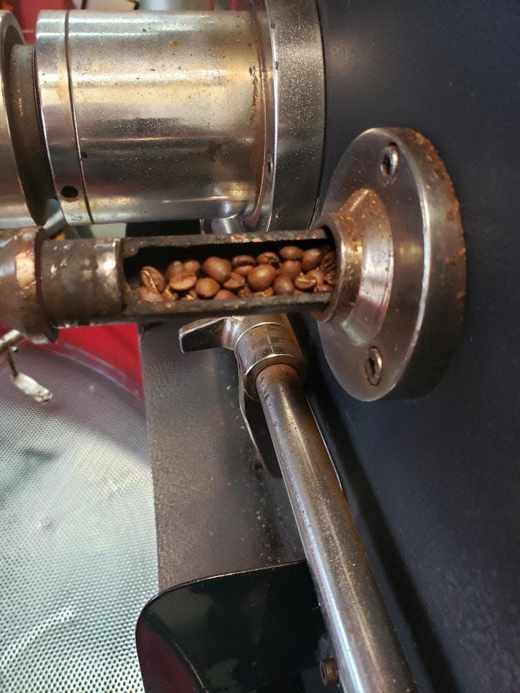 a coffee brewer machine