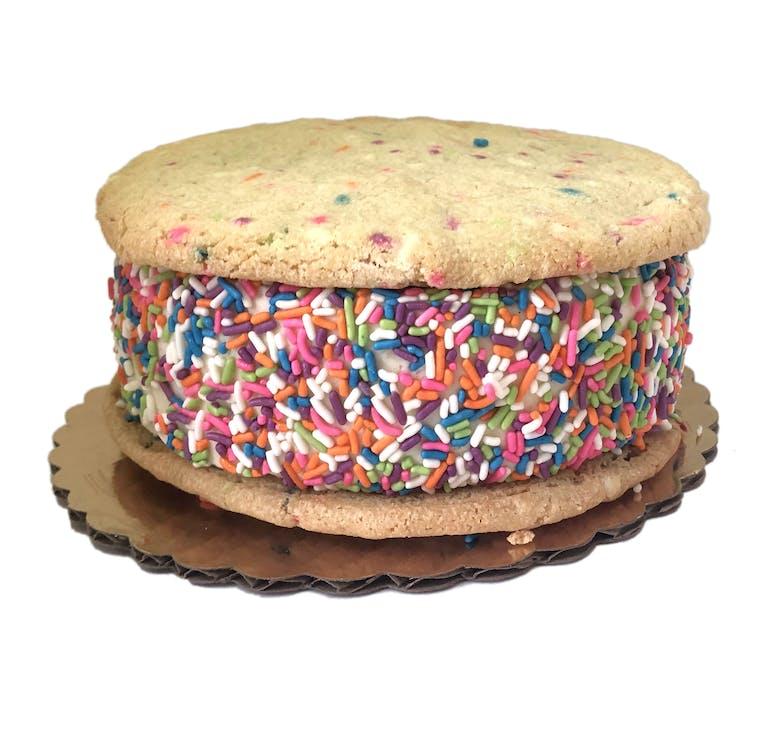 vanilla bean ice cream with cookies