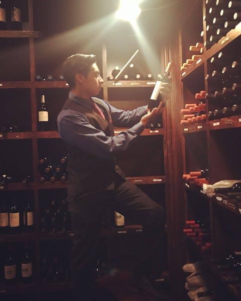 Erick Avenida Brazil Assistant Manager
