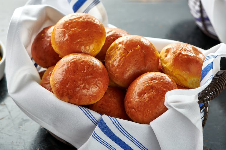 a basket of slider buns