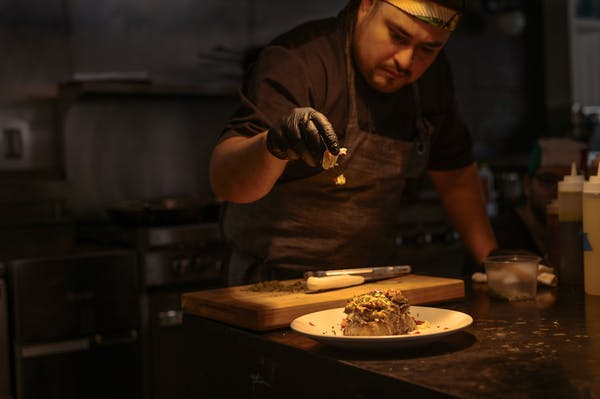 Photo of Chef Oscar Diaz
