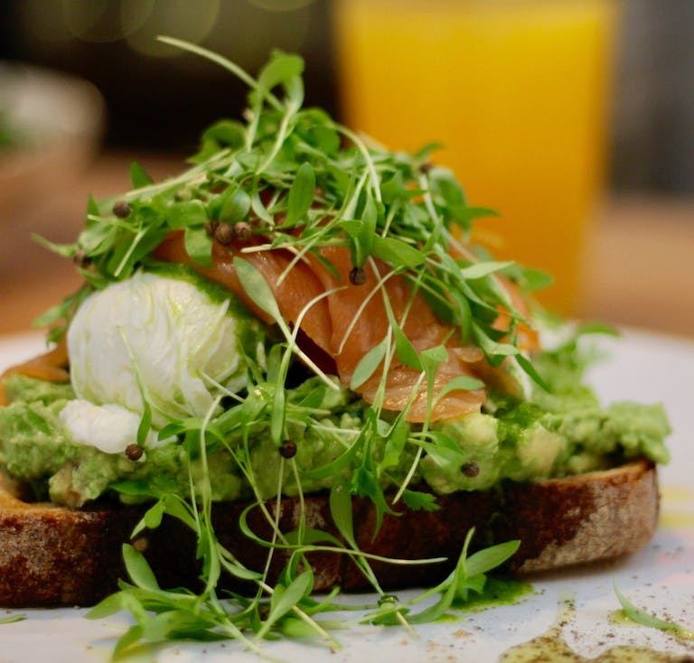 vo smash with smoked salmon, hard-boiled eggs, fresh herbs and green sauce, served with multigrain toast