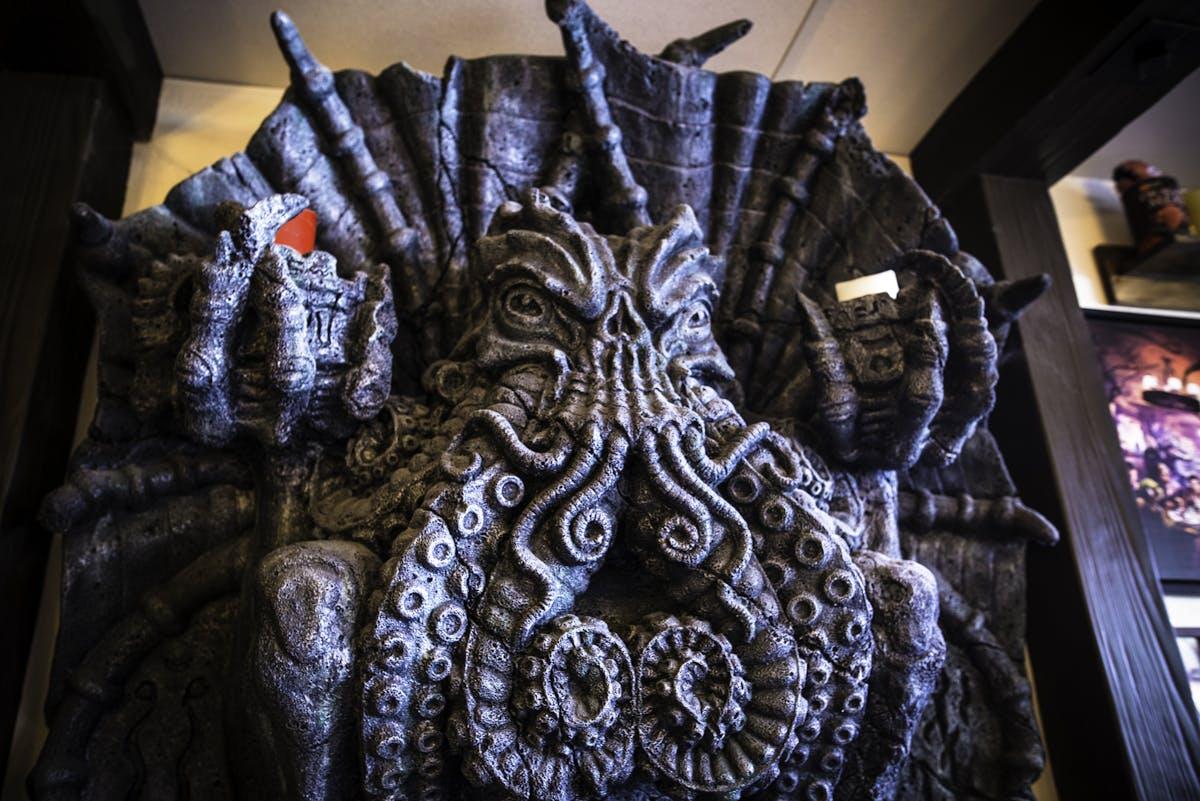 Monster altar