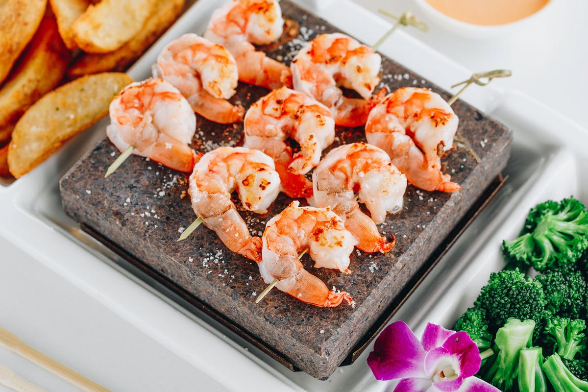 a tray topped with grilled shrimps