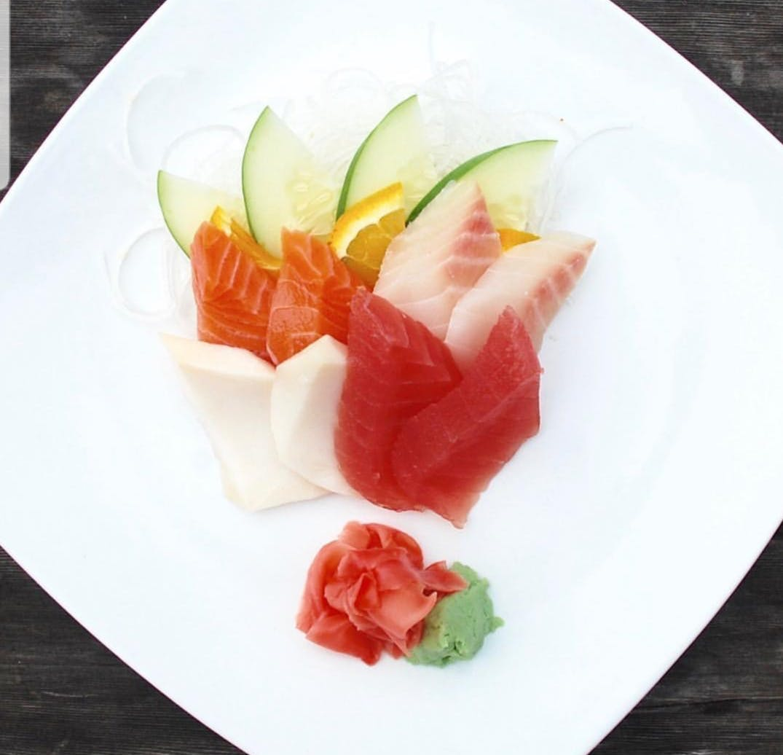 nigiri sushi plate