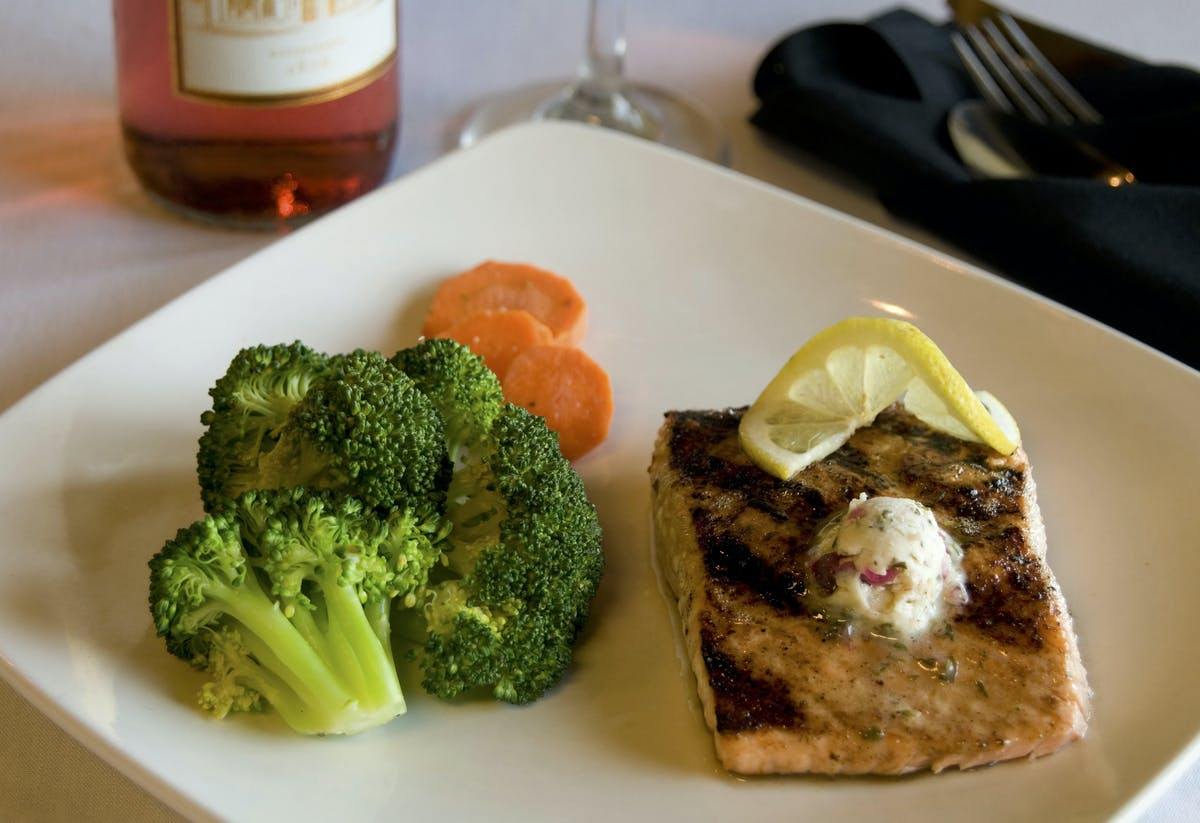 fish filet with steamed broccoli and carrots