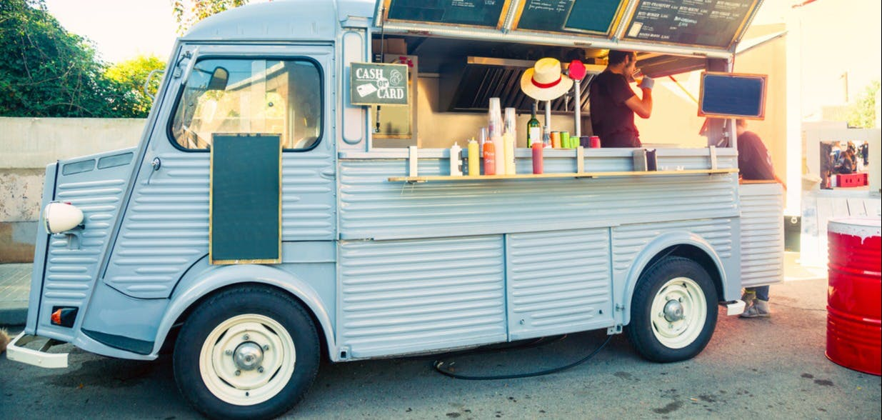 a photo of a food truck