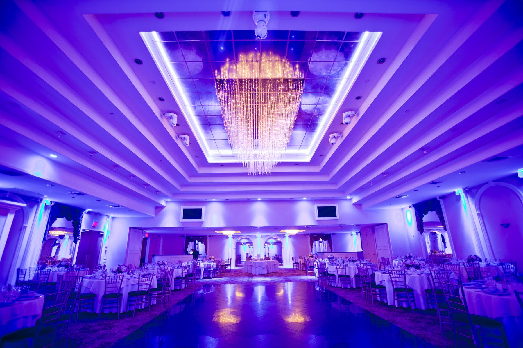 a large room filled with wedding decorations
