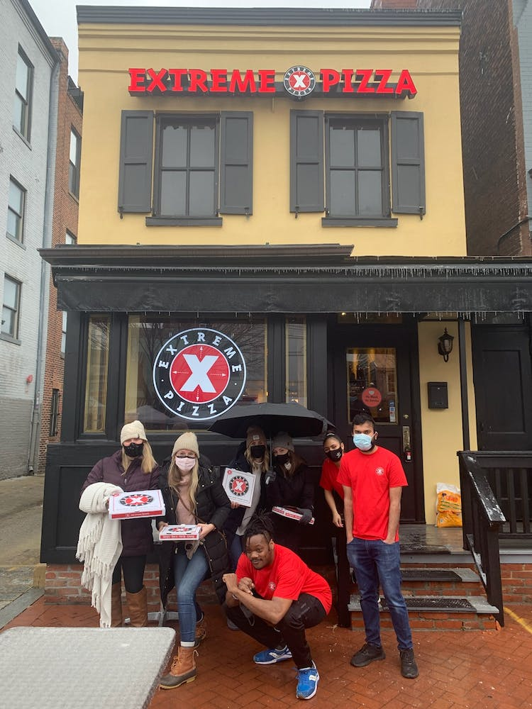 Picute of people in front of Extreme Pizza