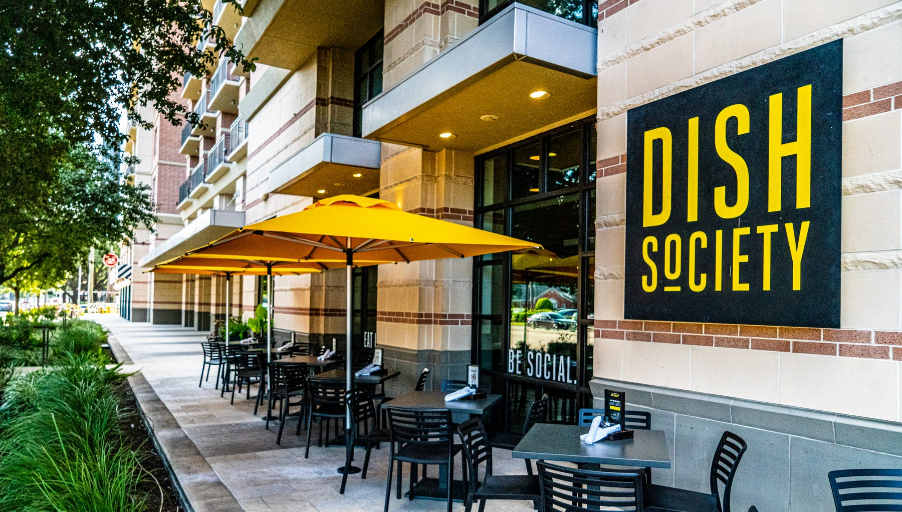 The Dish Society Galleria Area location patio that is available for locally sourced breakfast, lunch, brunch, and dinner.