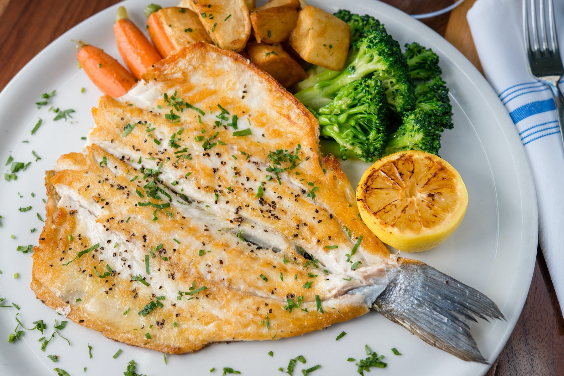 grilled chicken with broccoli and potatoes